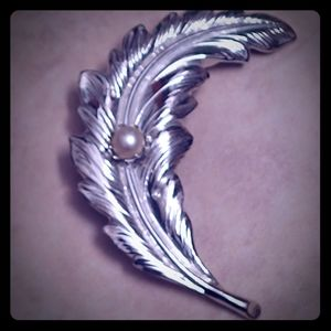 VTG Silver Feather Pin With Pearl